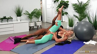 Interracial Covid workout: Stuck Between Anal And A Workout - Bridgette B takes Isiah Maxwell BBC far the brush exasperation