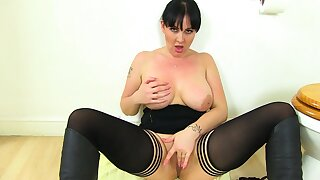 British milf Amber Leigh needs about get off in lavatory