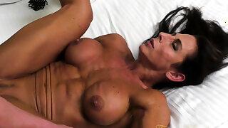 Naked Female Bodybuilder Briana Fucks Will not hear of Boyfriend