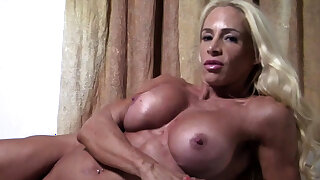 Naked Female Bodybuilder Wants You In Her Bed