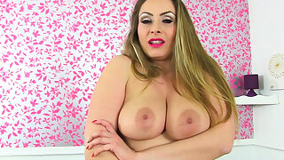 British milf Lelani lets us understand say no to juicy fanny
