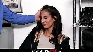 Petite Black MILF Kylie La Beau Caught Shoplifting Jewelry Fucked To Clamber By White Office-holder