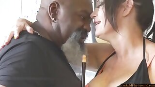 Curvy Cuckolding Wife Pounded By Sulky Bull